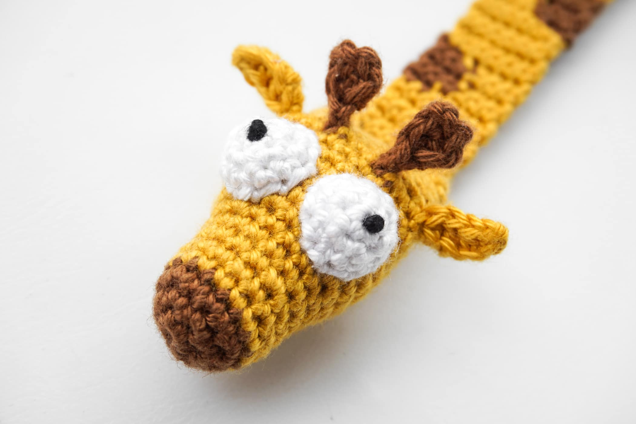 Tall giraffe with spots amigurumi pattern - Amigurumipatterns.net | 1400x2100